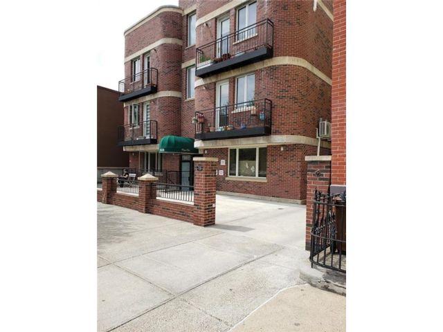 2 BR,  2.00 BTH Condominium style home in Park Slope