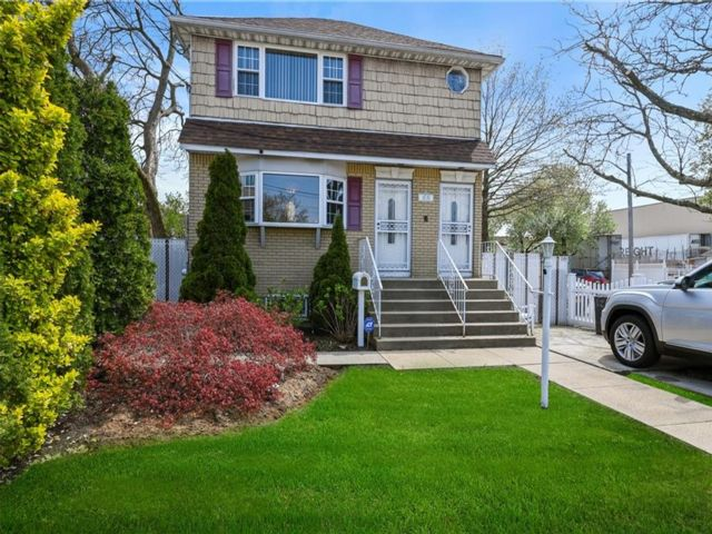 6 BR,  4.00 BTH Multi-family style home in Springfield Gardens