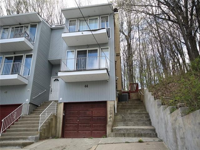 3 BR,  3.00 BTH Single family style home in Grymes Hill
