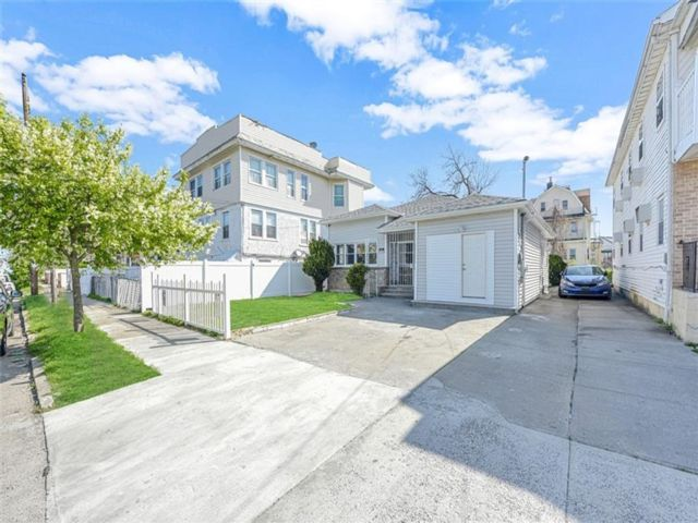4 BR,  3.00 BTH Multi-family style home in Arverne