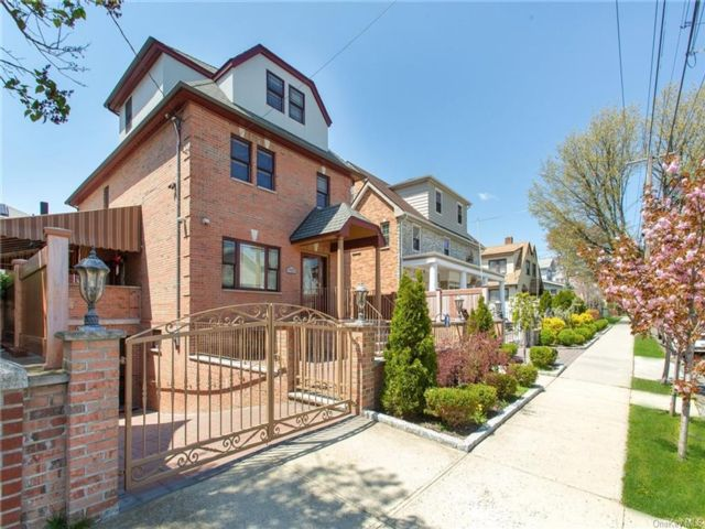 4 BR,  5.00 BTH  Other style home in Throggs Neck