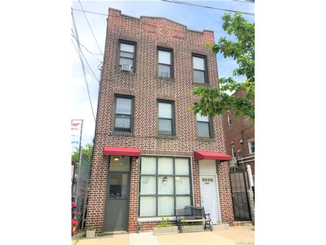 8 BR,  5.00 BTH Other style home in Parkchester
