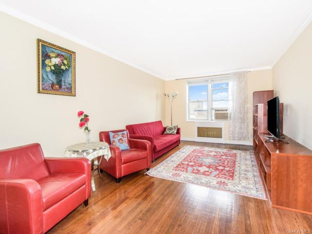 1 BR,  1.00 BTH Mid rise style home in Riverdale