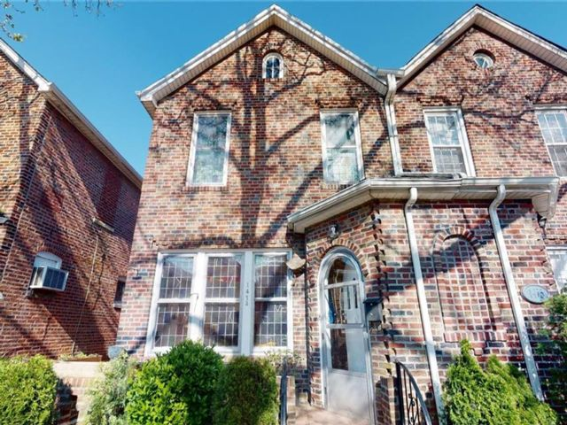 4 BR,  3.00 BTH Single family style home in Old Mill Basin