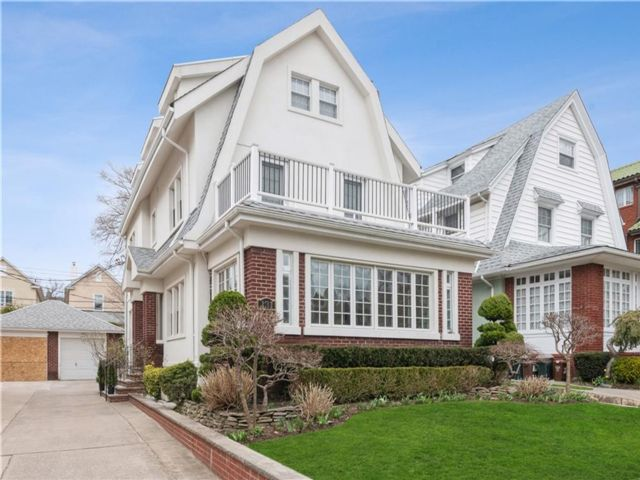 5 BR,  4.00 BTH  Single family style home in Bay Ridge