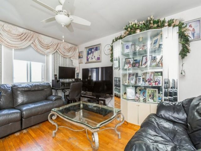 3 BR,  2.00 BTH Single family style home in Stapleton