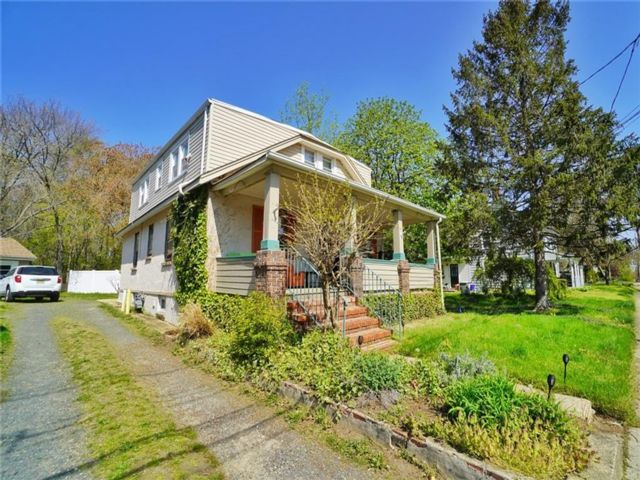 4 BR,  0.00 BTH Multi-family style home in Cliffwood