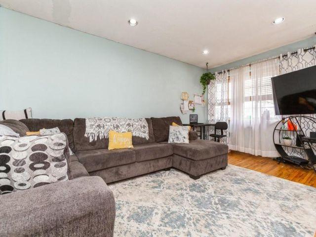 4 BR,  3.00 BTH Single family style home in Bulls Head