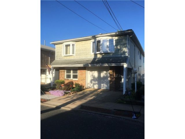 4 BR,  0.00 BTH  Multi-family style home in Tottenville