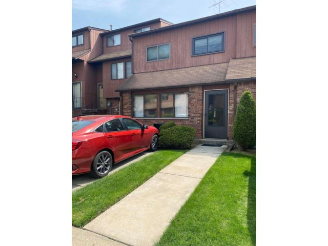 4 BR,  1.50 BTH Townhouse style home in Grasmere