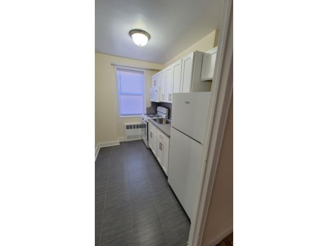 1 BR,  1.00 BTH  Rental style home in Bath Beach