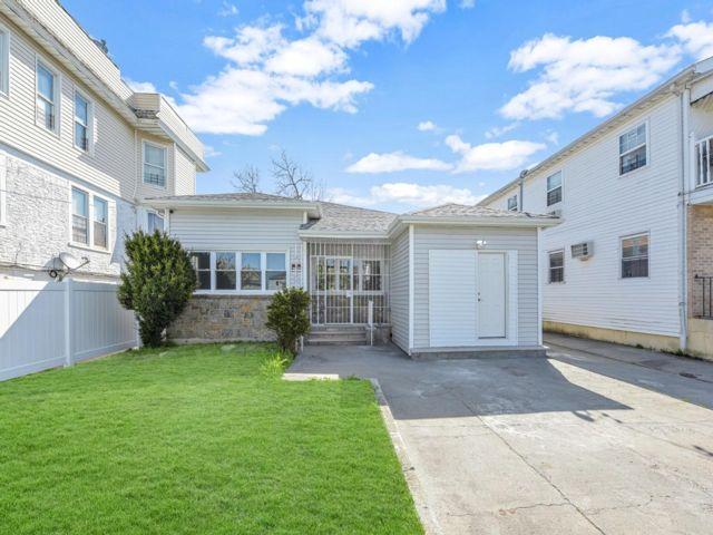 [Arverne Real Estate, listing number 6989433]