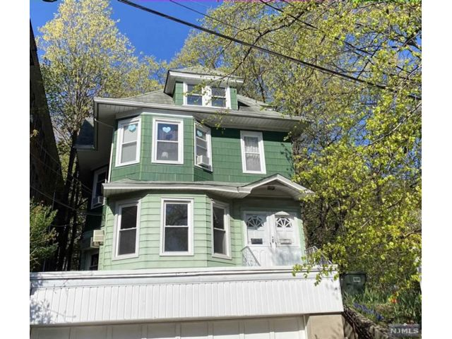 2 BR,  1.50 BTH 2 family style home in Rutherford