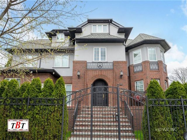 10 BR,  8.00 BTH Single family style home in Midwood