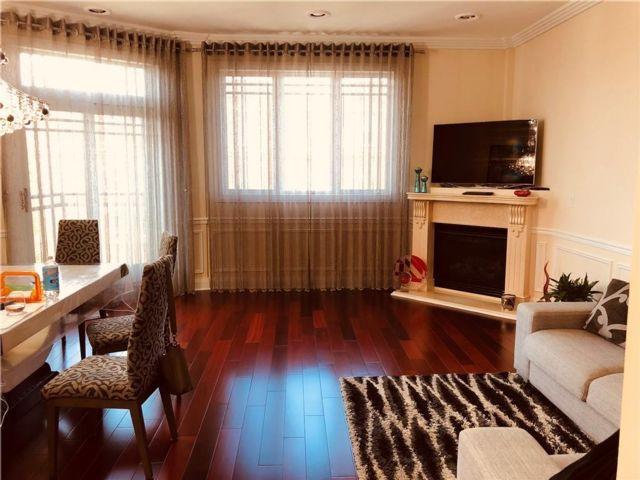 3 BR,  2.00 BTH Condominium style home in Midwood