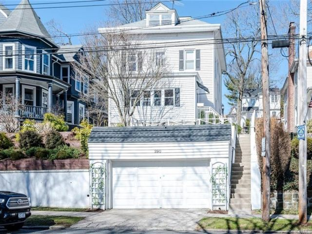 6 BR,  3.00 BTH Victorian style home in Yonkers