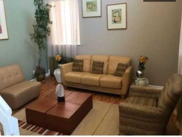5 BR,  3.50 BTH  style home in Coral Springs