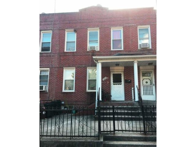 4 BR,  2.00 BTH  Single family style home in Gravesend