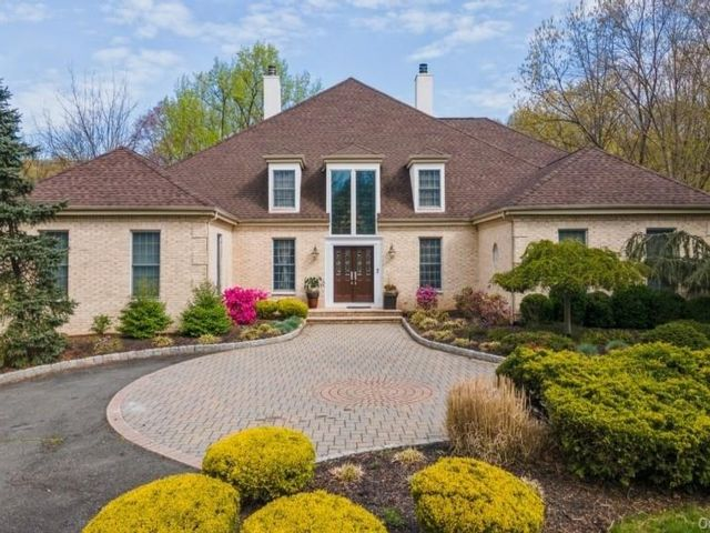 6 BR,  6.00 BTH  Colonial style home in Clarkstown