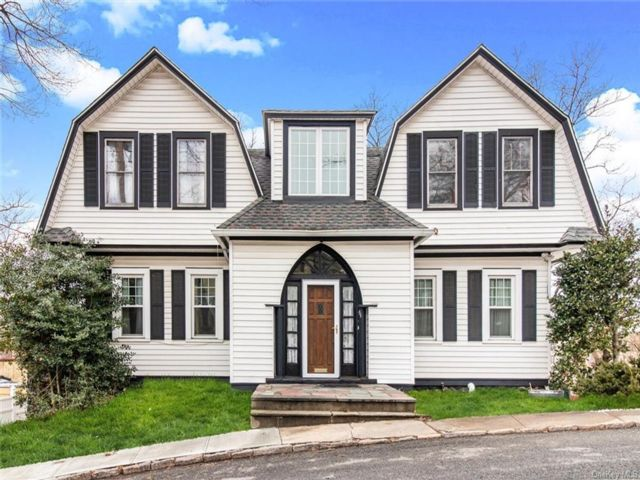 5 BR,  2.00 BTH Colonial style home in Yonkers