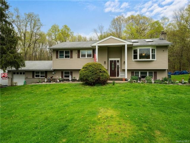 5 BR,  3.00 BTH  Raised ranch style home in Blooming Grove