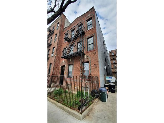 12 BR,  0.00 BTH Multi-family style home in Midwood