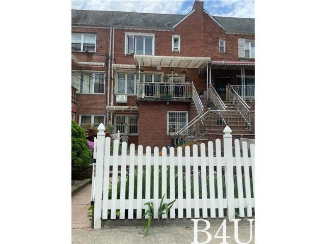 5 BR,  4.00 BTH Multi-family style home in Canarsie