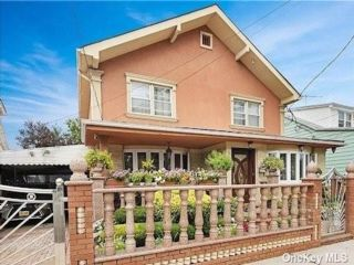 3 BR,  3.50 BTH Single family style home in Canarsie