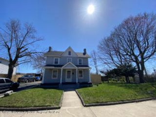 4 BR,  1.55 BTH Colonial style home in Long Branch