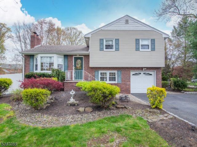 3 BR,  2.00 BTH  Split level style home in Fairfield