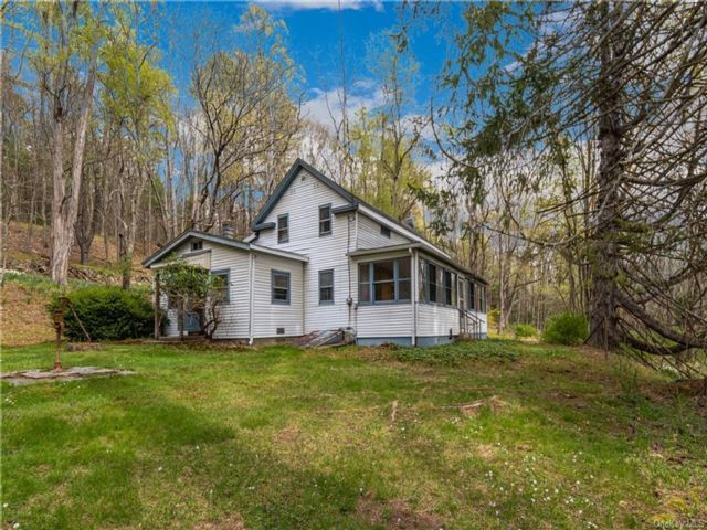 3 BR,  1.00 BTH Farmhouse style home in Mamakating