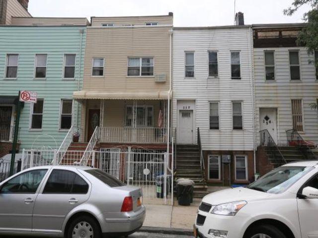 10 BR,  4.00 BTH Triplex style home in Brooklyn