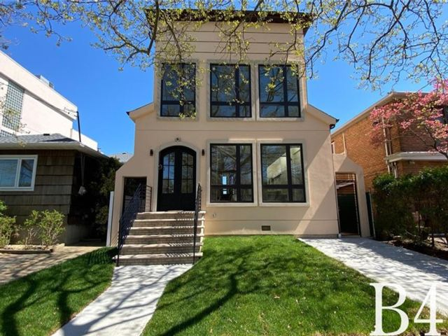 5 BR,  6.00 BTH Single family style home in Mill Basin