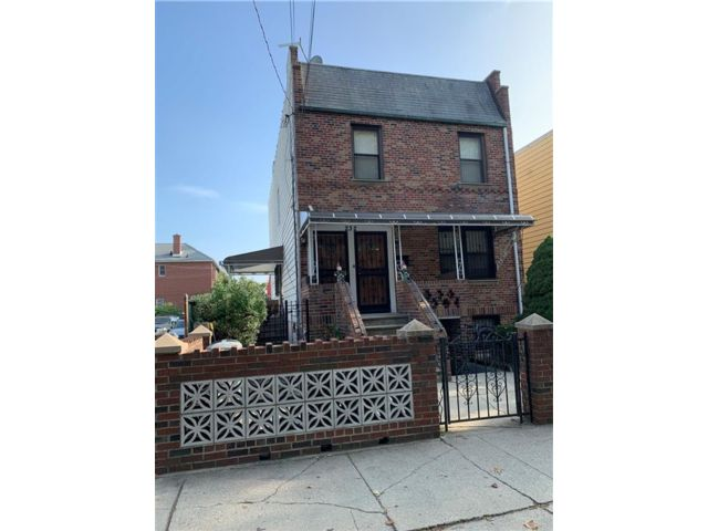 6 BR,  4.00 BTH Multi-family style home in Gravesend