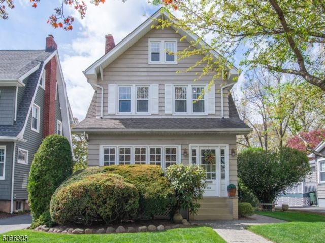 4 BR,  2.50 BTH Colonial style home in Rutherford