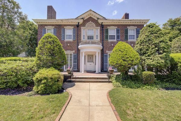 7 BR,  4.55 BTH  Colonial style home in Bay Ridge