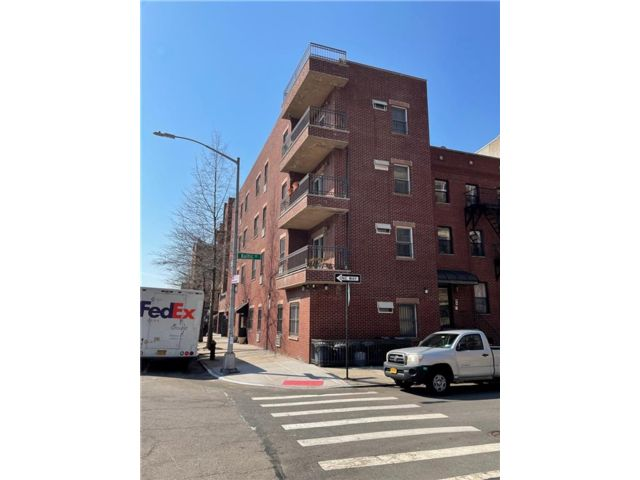 15 BR,  8.00 BTH Multi-family style home in Cobble Hill