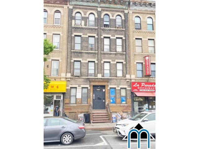 16 BR,  0.00 BTH Multi-family style home in Sunset Park