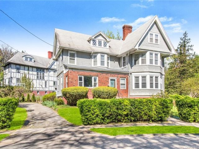 6 BR,  3.00 BTH House style home in New Rochelle