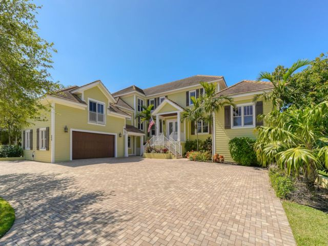 5 BR,  5.55 BTH  style home in Sarasota