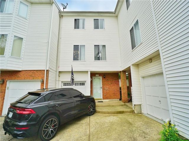 2 BR,  2.00 BTH Single family style home in Arden Heights