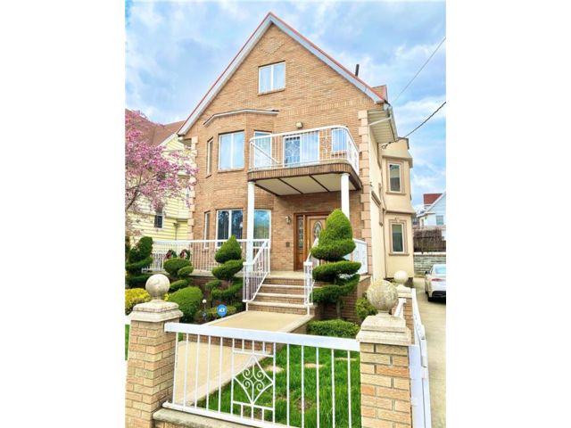 10 BR,  4.00 BTH Multi-family style home in Bensonhurst