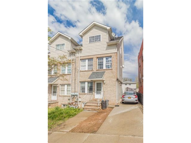 4 BR,  0.00 BTH Multi-family style home in Manor Heights
