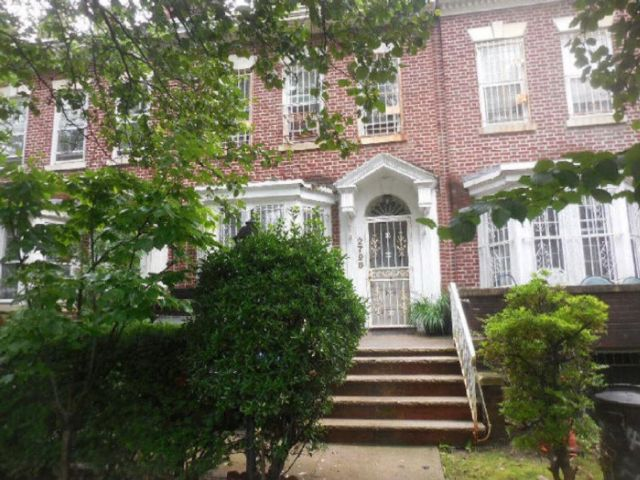 6 BR,  3.00 BTH Single family style home in Ditmas Park