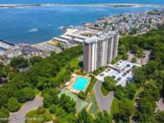 1 BR,  1.00 BTH High rise style home in Highlands