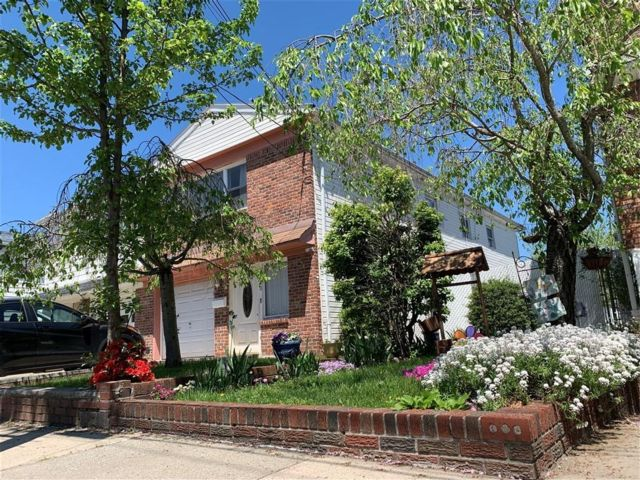 4 BR,  2.00 BTH Single family style home in Oakwood