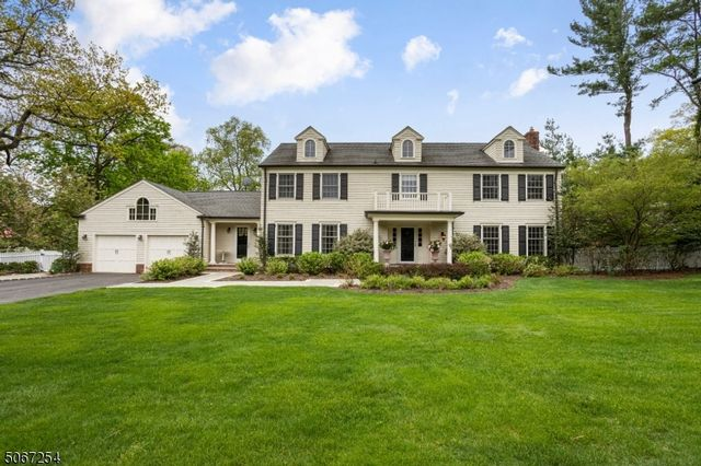4 BR,  3.50 BTH Colonial style home in West Orange