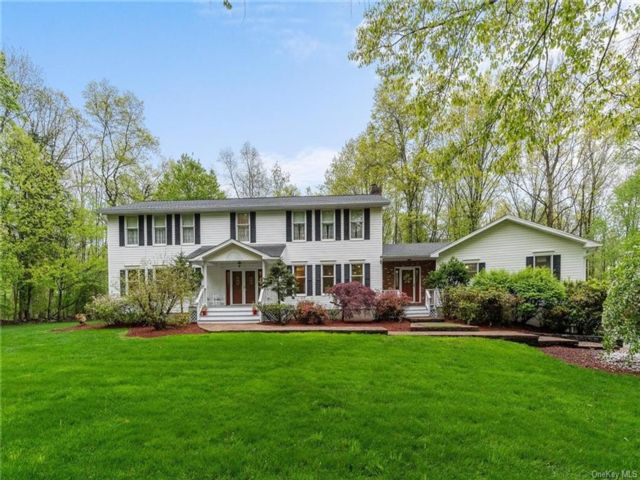 5 BR,  4.00 BTH  Colonial style home in Newburgh