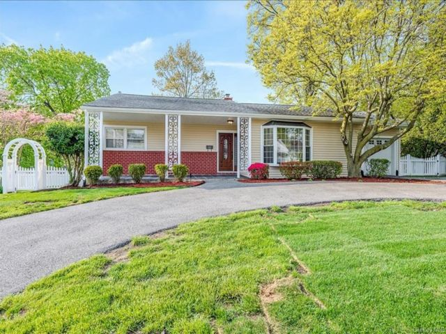 3 BR,  2.00 BTH Ranch style home in New Rochelle
