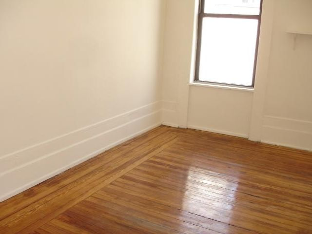2 BR,  1.00 BTH  Rental style home in New York